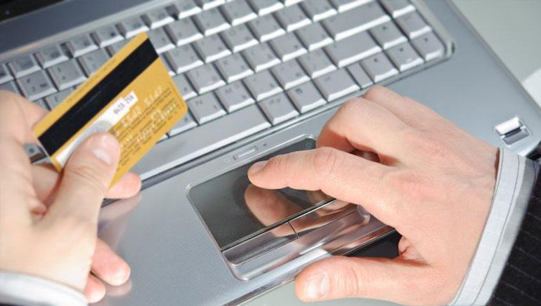 دفع عربون في الكازينوهات المباشرة على الانترنت باستعمال بطاقات الائتمان.